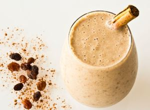 Vegan Hot Cross Bun Smoothie
