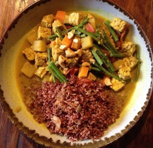 Tempe Cashew Nut Curry with Red Rice